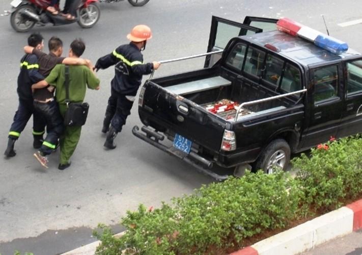 Lửa thiêu rụi dãy nhà trọ trên đường Phạm Văn Đồng - ảnh 4