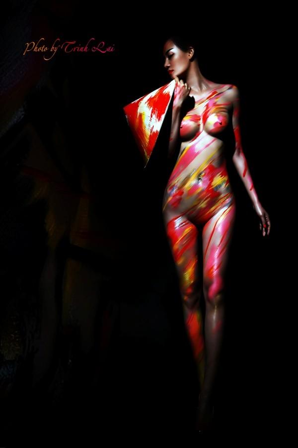 Thưởng thức nghệ thuật body painting qua những tác phẩm nóng bỏng  - ảnh 2