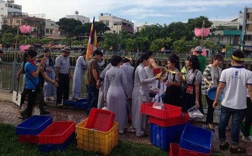 Phóng sanh hàng tấn cá trên kênh Nhiêu Lộc mừng Phật Đản - ảnh 10