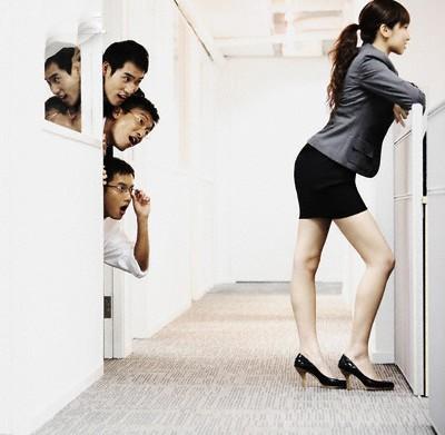 Điểm mặt chiêu trò quấy rối tình dục nơi công sở (P2) - ảnh 5