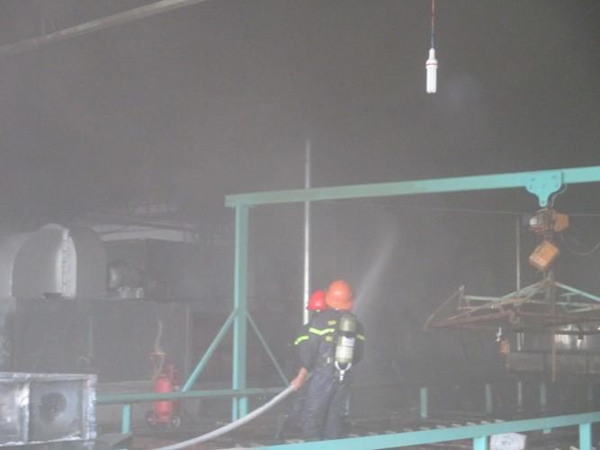 Cháy dữ dội ở nhà máy mủ cao su sấy khô - ảnh 2