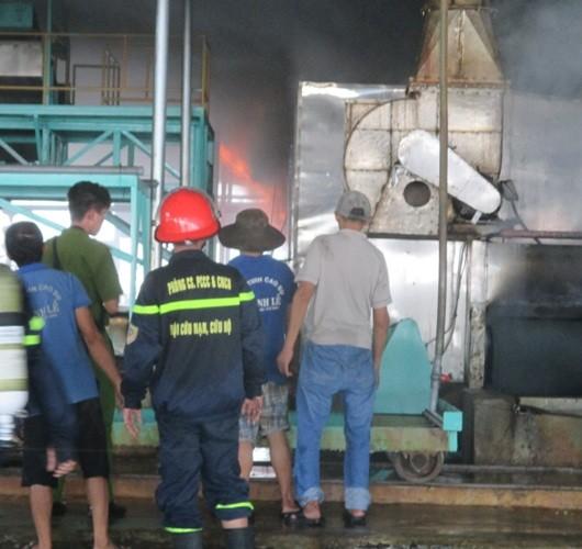 Cháy dữ dội ở nhà máy mủ cao su sấy khô - ảnh 3