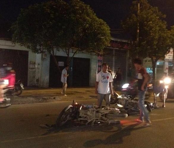 Va chạm 4 xe máy ngay khu vực có bảng cảnh báo - ảnh 1