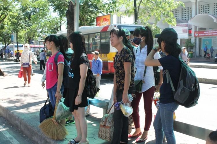 Sĩ tử khăn gói lên Hà Nội dự thi tốt nghiệp - ảnh 3