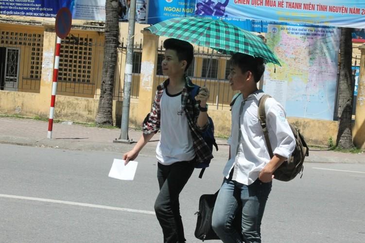 Sĩ tử khăn gói lên Hà Nội dự thi tốt nghiệp - ảnh 6