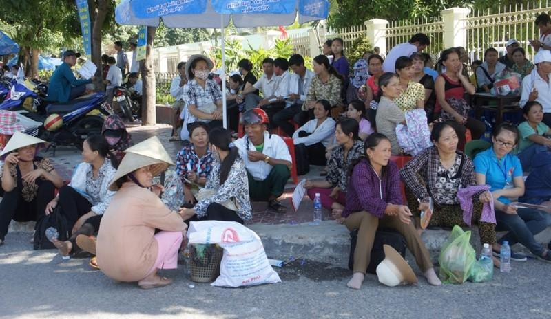 Hai thí sinh ở Nghệ An bị ngất xỉu trong phòng thi - ảnh 2