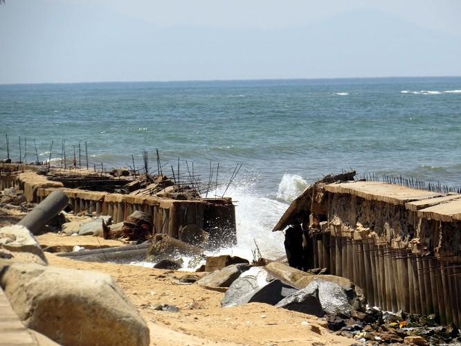 Bí thư Tỉnh ủy yêu cầu dừng nạo vét cửa biển Nhật Lệ - ảnh 1