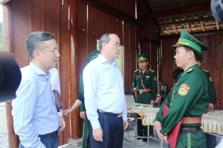 Chủ tịch UBTƯ MTTQ Việt Nam Nguyễn Thiện Nhân dâng hương Đại tướng Võ Nguyên Giáp - ảnh 3