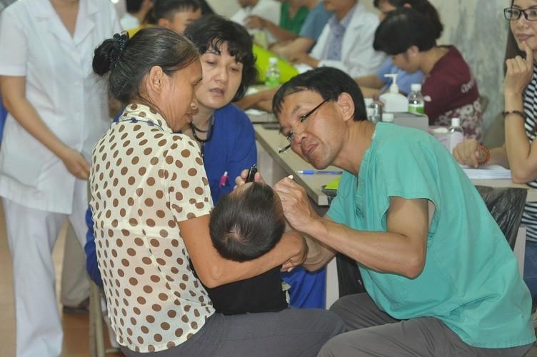 Mang lại nụ cười cho trẻ em bị dị tật khe hở môi, hàm ếch - ảnh 1