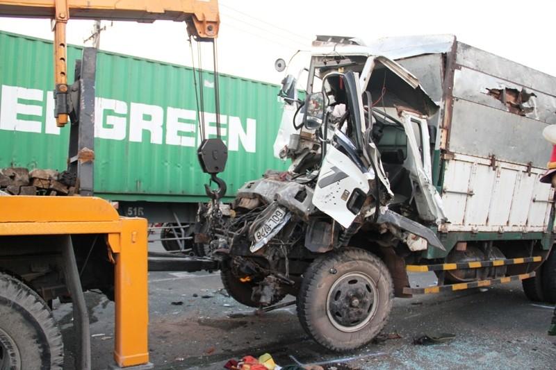 Năm người bị thương, bảy xe móp méo vì tai nạn liên hoàn - ảnh 5