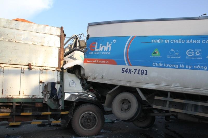 Năm người bị thương, bảy xe móp méo vì tai nạn liên hoàn - ảnh 3