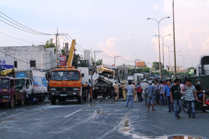 Năm người bị thương, bảy xe móp méo vì tai nạn liên hoàn - ảnh 6