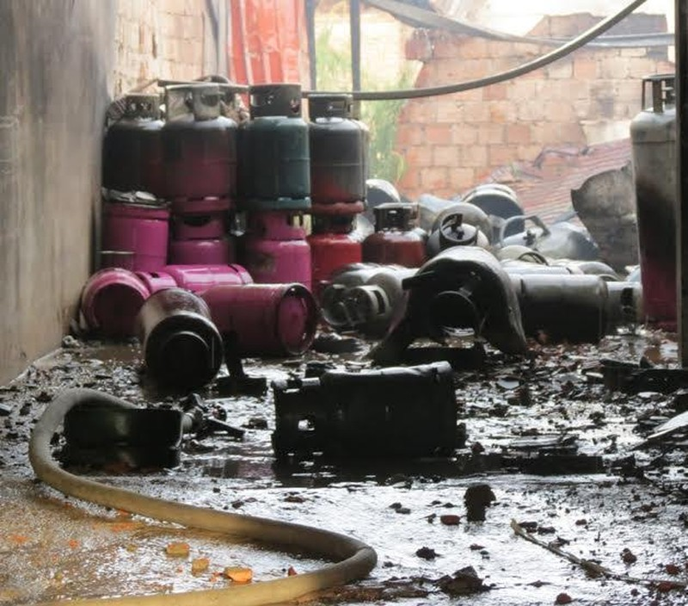 Tìm được một thi thể trong nhà tắm kho gas bị nổ - ảnh 2
