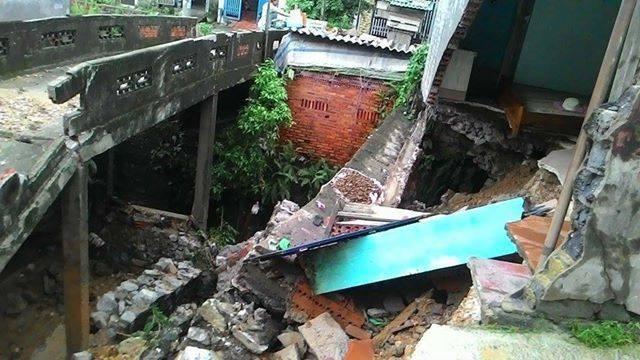 Quảng Ninh: hàng trăm xe bất chấp sạt lở, băng đường đi trong nguy hiểm - ảnh 2
