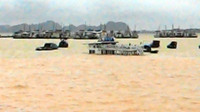 Quảng Ninh: hàng trăm xe bất chấp sạt lở, băng đường đi trong nguy hiểm - ảnh 3