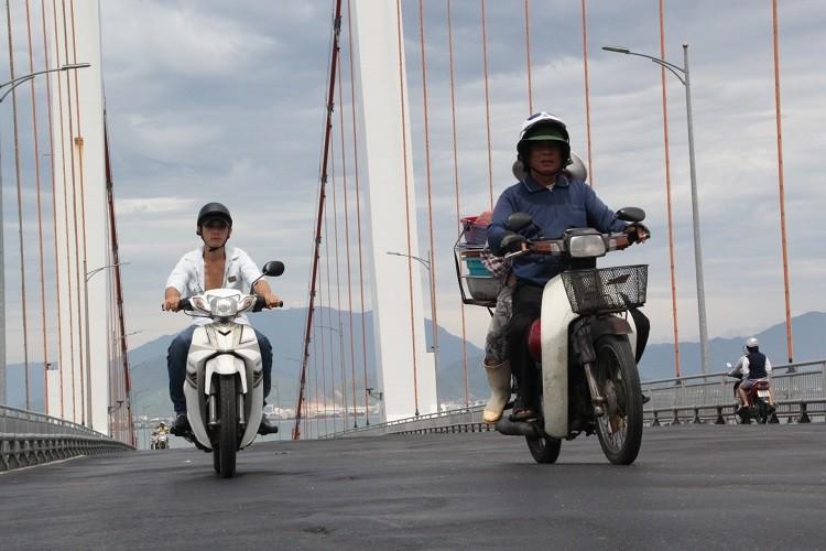 Siết tốc độ qua cầu Thuận Phước sau hai vụ tai nạn thảm khốc - ảnh 1