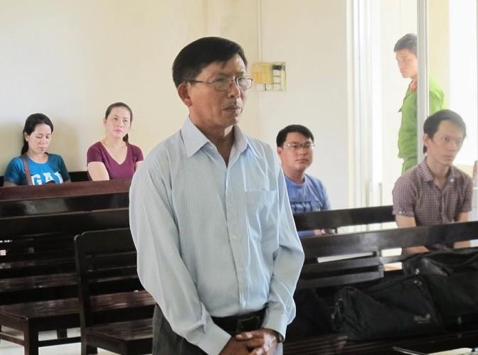 Cựu giáo viên kiện cựu GĐ Sở, hiệu trưởng đòi bồi thường 1,8 tỉ - ảnh 2