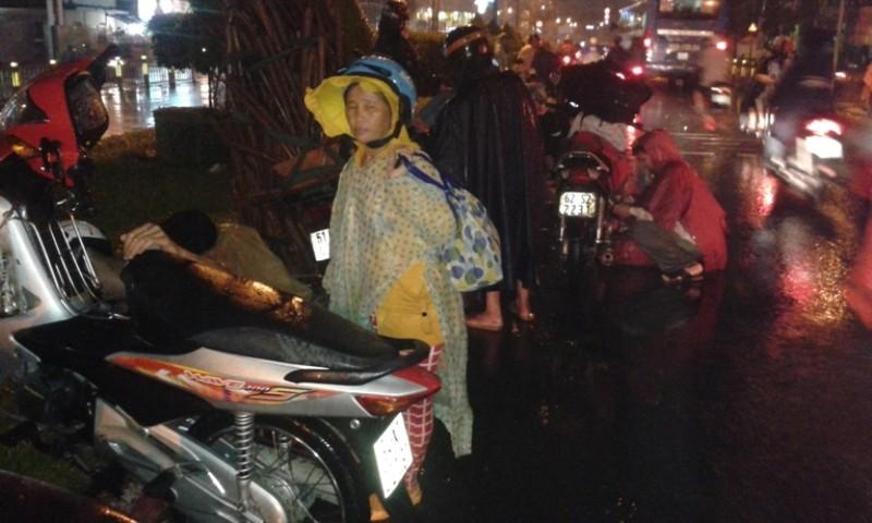 Sài Gòn lại ngập nặng sau cơn mưa lớn - ảnh 2