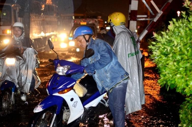 Sài Gòn lại ngập nặng sau cơn mưa lớn - ảnh 5