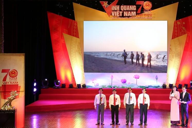 Vinh quang Việt Nam 2015: Hướng về lòng dân - ảnh 2