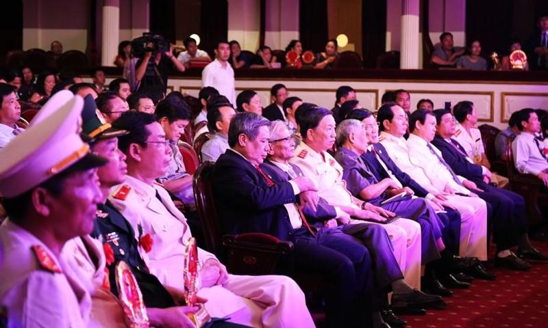 Vinh quang Việt Nam 2015: Hướng về lòng dân - ảnh 1