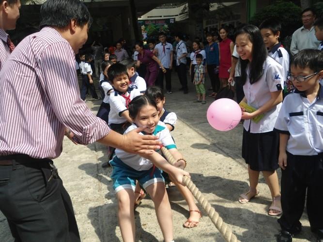 Rộn ràng lễ khai giảng năm học mới trên cả nước  - ảnh 11
