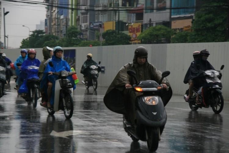 Hà Nội: Người dân đổ ra đường từ sáng sớm vì sợ kẹt xe - ảnh 3