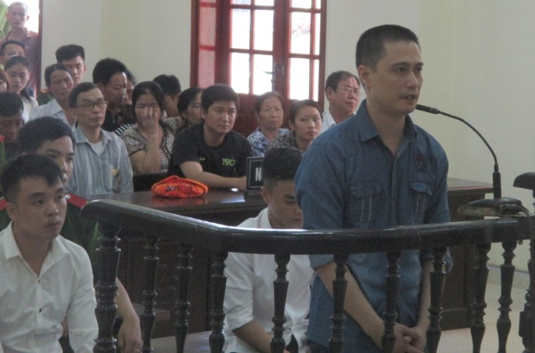 Đề nghị án 17 năm tù cho kẻ xả súng giết người - ảnh 1