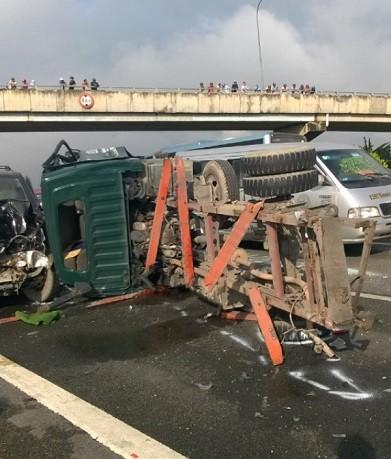 Tai nạn liên hoàn trên cao tốc Trung Lương, hai người chết - ảnh 1
