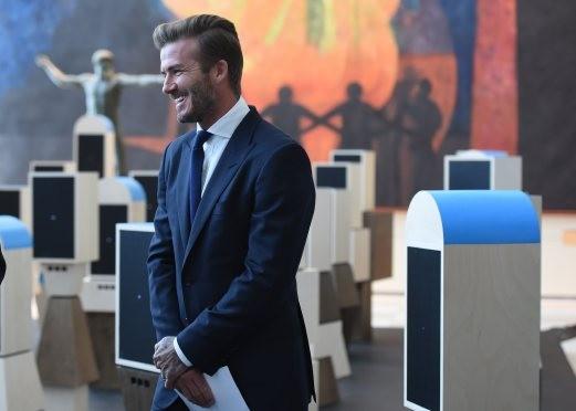 Sir Alex và Beckham trở lại sân cỏ - ảnh 1