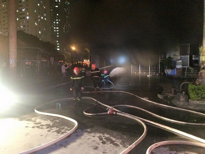 Hàng trăm xe bị thiêu rụi trong vụ cháy chung cư Xa La - ảnh 1