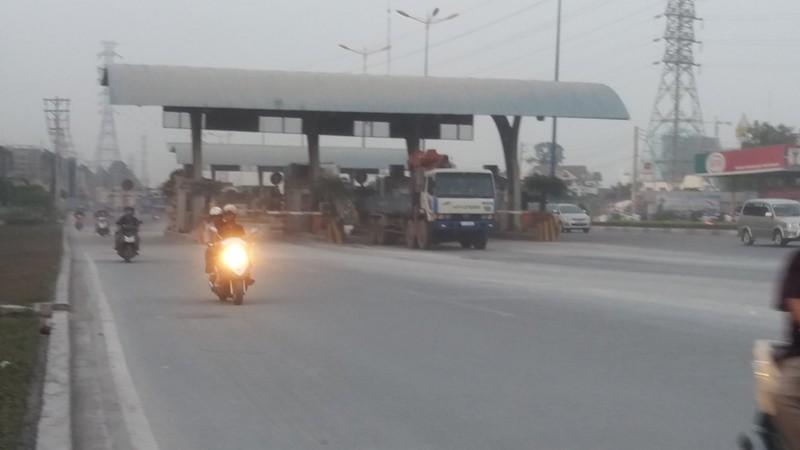 Bụi mù bất thường trên xa lộ Hà Nội - ảnh 5