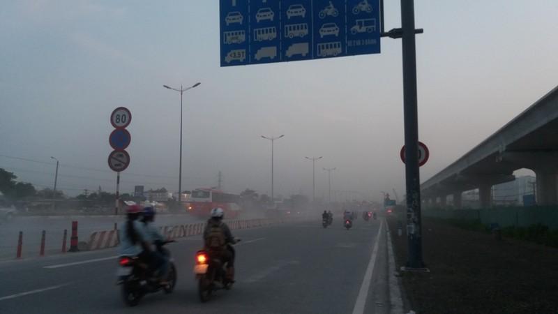 Bụi mù bất thường trên xa lộ Hà Nội - ảnh 7