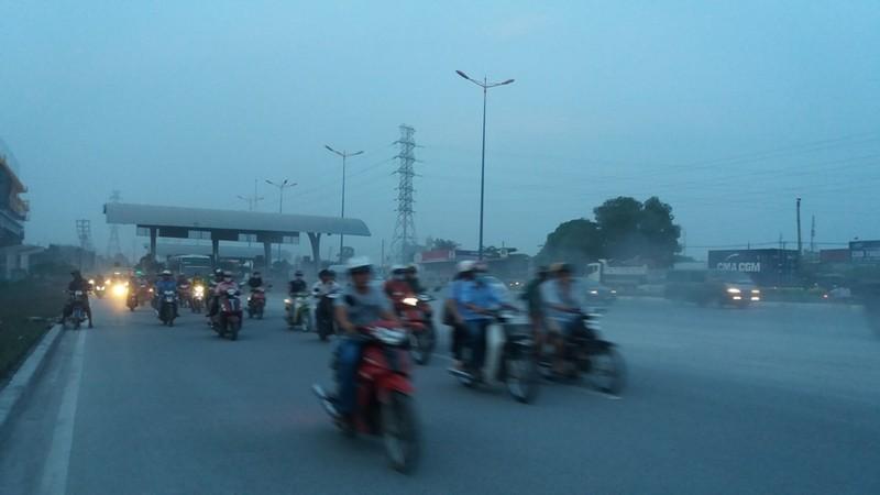 Bụi mù bất thường trên xa lộ Hà Nội - ảnh 4
