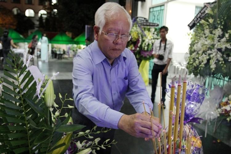 Lời chia sẻ xúc động của chủ tịch TP.HCM viếng PGS-NGND Trần Thanh Đạm - ảnh 1