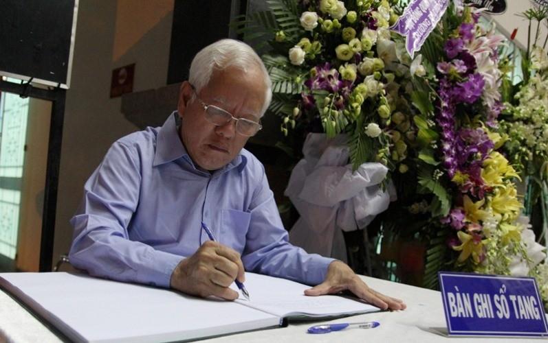 Lời chia sẻ xúc động của chủ tịch TP.HCM viếng PGS-NGND Trần Thanh Đạm - ảnh 3