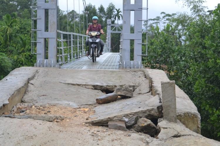 Khắc phục xong sự cố cầu treo 3 tỉ mới xây đã hỏng - ảnh 4