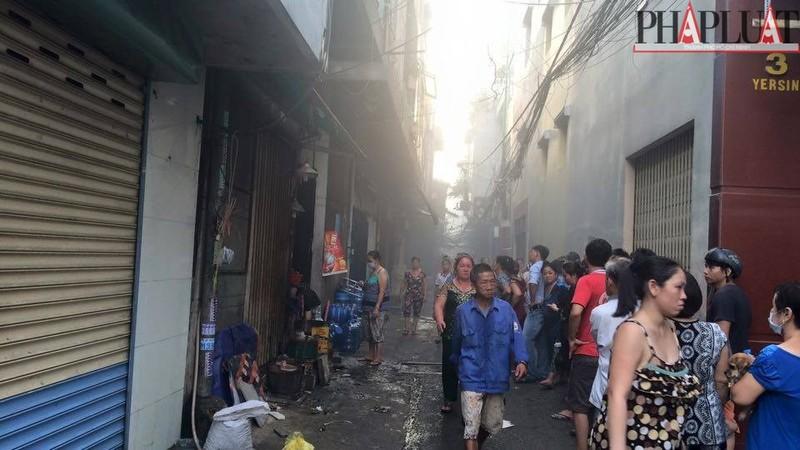 Cháy dữ dội hàng loạt căn nhà giữa trung tâm Sài Gòn - ảnh 6