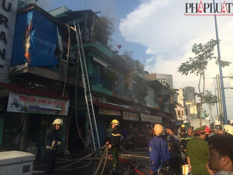 Cháy dữ dội hàng loạt căn nhà giữa trung tâm Sài Gòn - ảnh 12