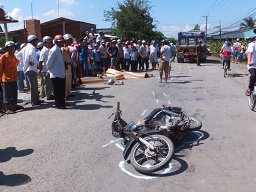 Hai học sinh lớp 11 chết thảm trên đường đi học về - ảnh 1
