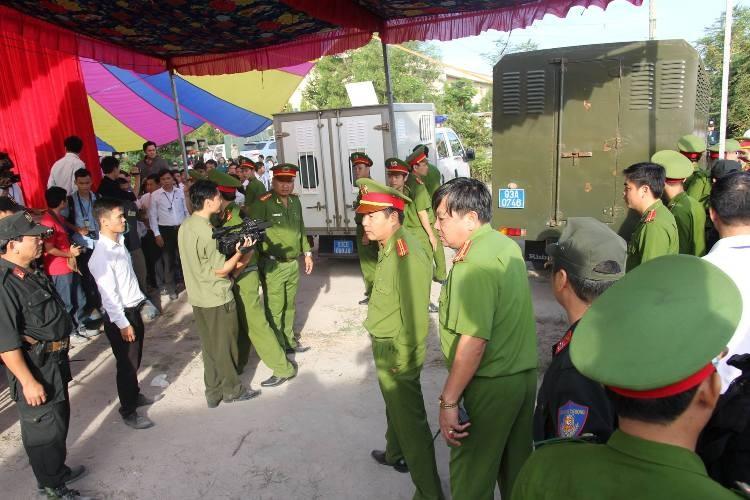 Xử vụ thảm sát Bình Phước: Dương, Tiến lãnh án tử, Thoại 16 năm tù  - ảnh 34