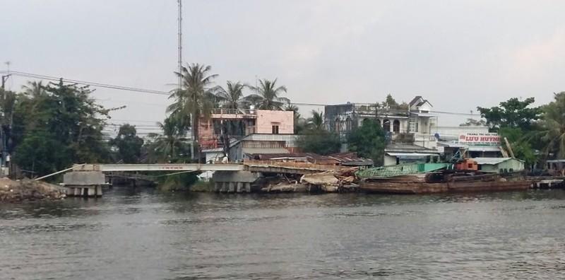 Thị trấn bị 'cô lập' vì làm cầu, đường cấp tập - ảnh 2