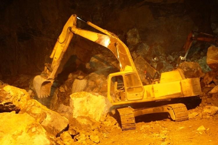 Sập mỏ đá Thanh Hóa: Vẫn hy vọng hai công nhân mất tích còn sống  - ảnh 1