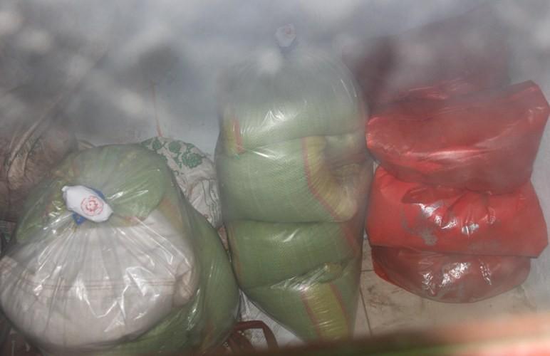 Người dân cấp cứu sau khi ăn gạo trong gói quà tết - ảnh 1