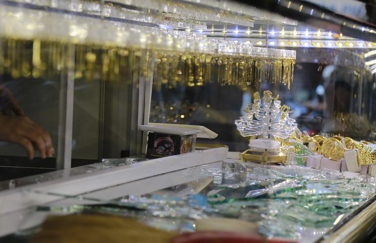 Bịt mặt xông vào tiệm vàng cướp giữa ban ngày - ảnh 1