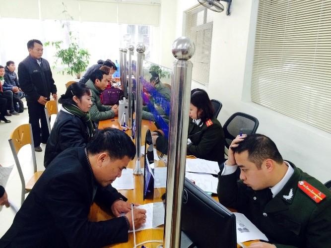 Công sở Hà Nội ngày làm việc đầu xuân: Nơi đông đúc, chốn đìu hiu - ảnh 1