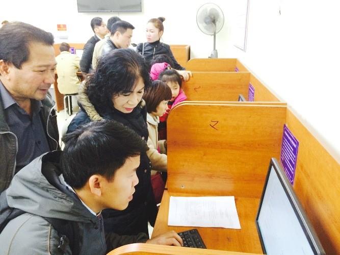 Công sở Hà Nội ngày làm việc đầu xuân: Nơi đông đúc, chốn đìu hiu - ảnh 3