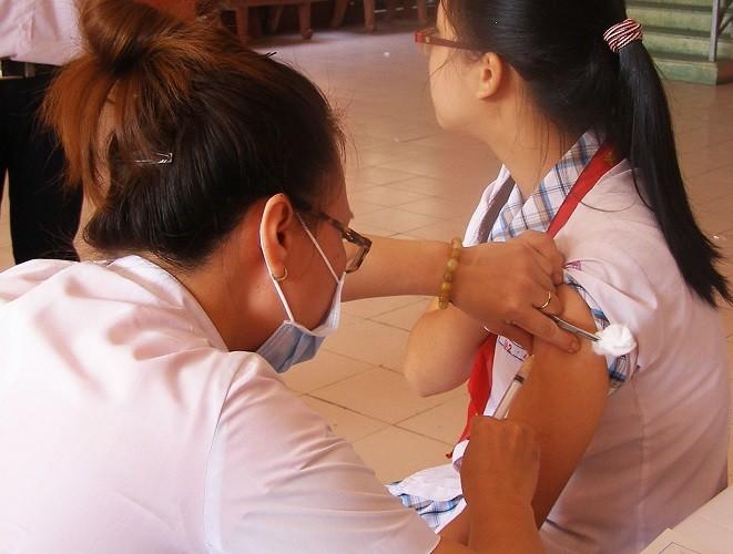 Lùi thời gian kết thúc chiến dịch tiêm vaccine sởi-rubella - ảnh 1