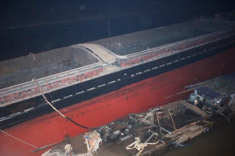 Tàu thủy đâm biến dạng cầu An Thái - ảnh 5