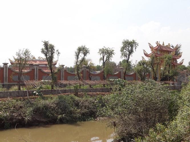 Nhà thờ tổ của Hoài Linh được cấp phép một phần - ảnh 1